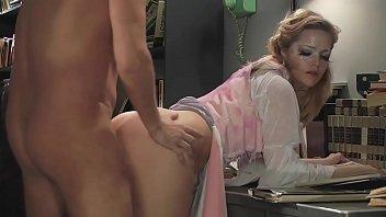 Беременная русская дамочка в нейлоне дрочит себя