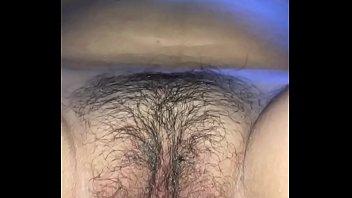 Обворожительная белокурая шлюха мастурбирует