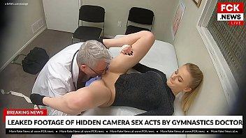 Мужчина предложил худой членососке спрятаться в примерочной и поебаться