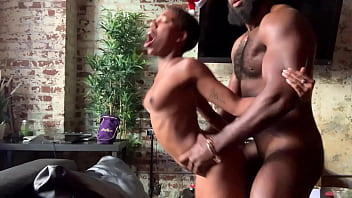 Миниатюрная блондиночка изменяет мужчине с чёрным факером