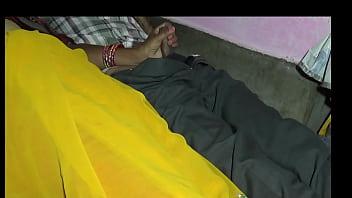 Жена в трусиках дает в задницу во время домашнего порно с мужем