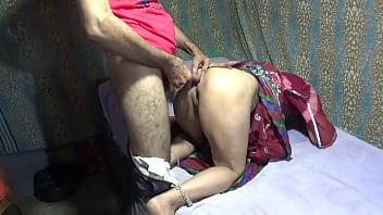 Брюнеточка увлекает в секс партнера и отдается ему с грандиозной страстью