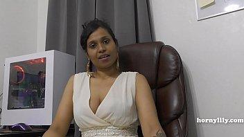 Толстая китаяночка с объемным бюстом голая сидит на полу и дрочит стояк ловеласа